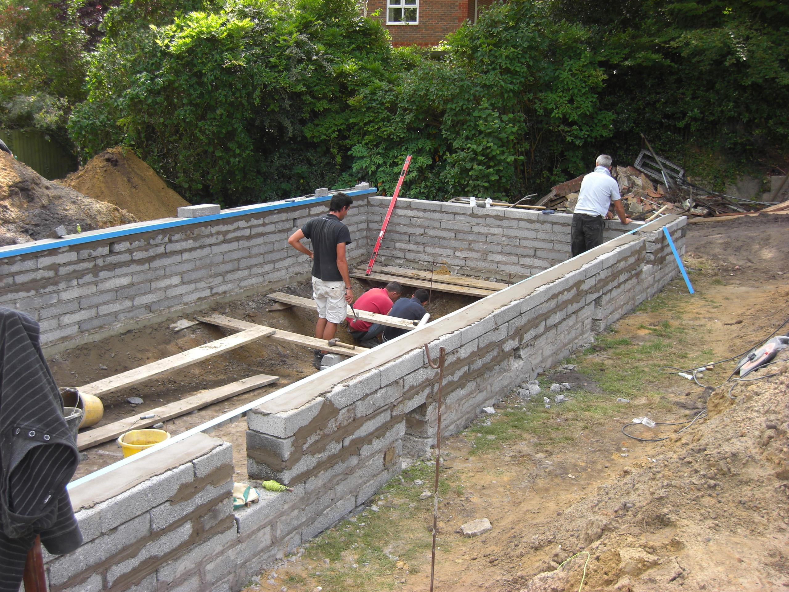 Liner pool wall construction ascot pools swimming pool for Swimming pool construction