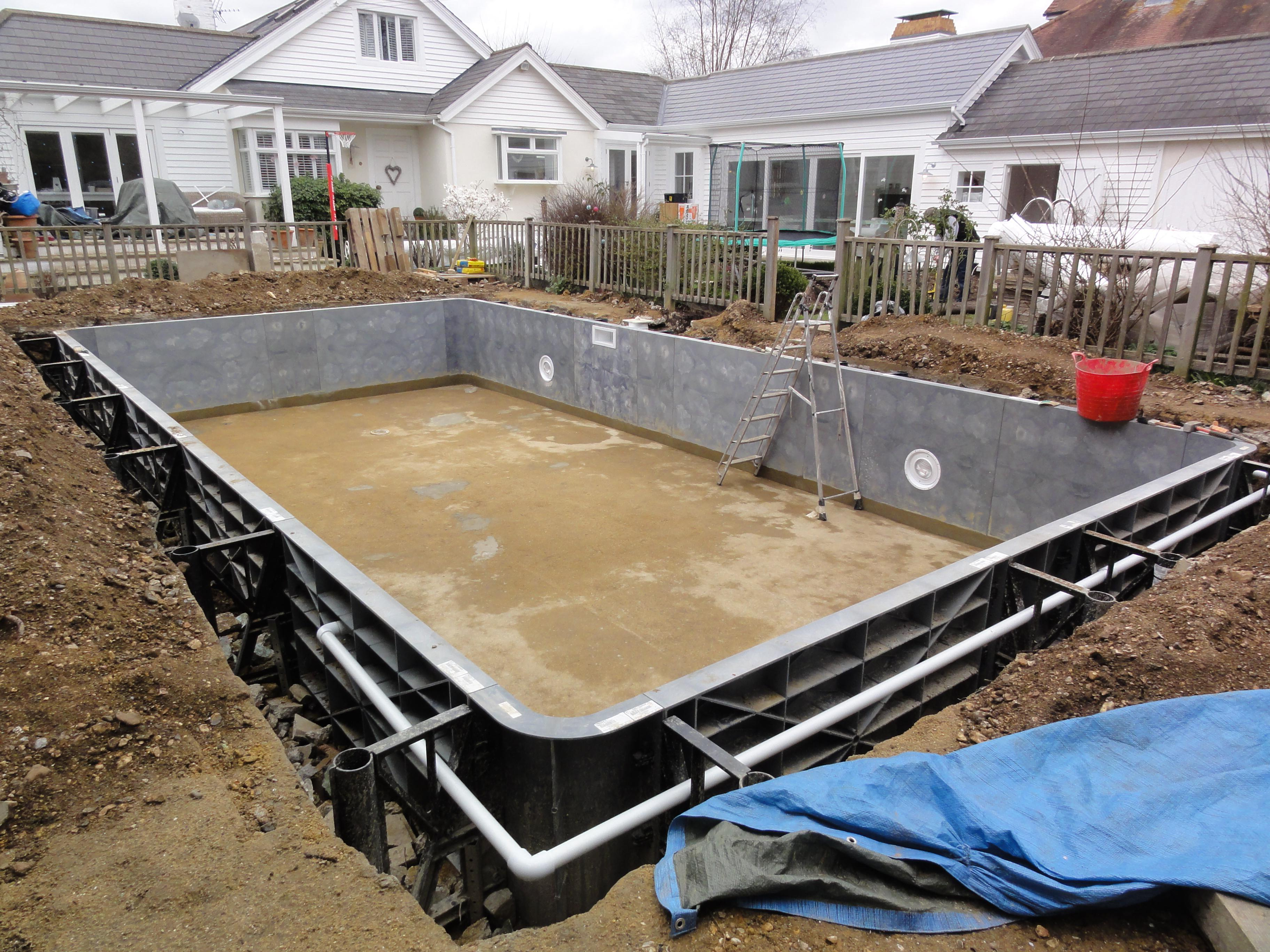 Liner pool wall construction ascot pools swimming pool for Building a pool