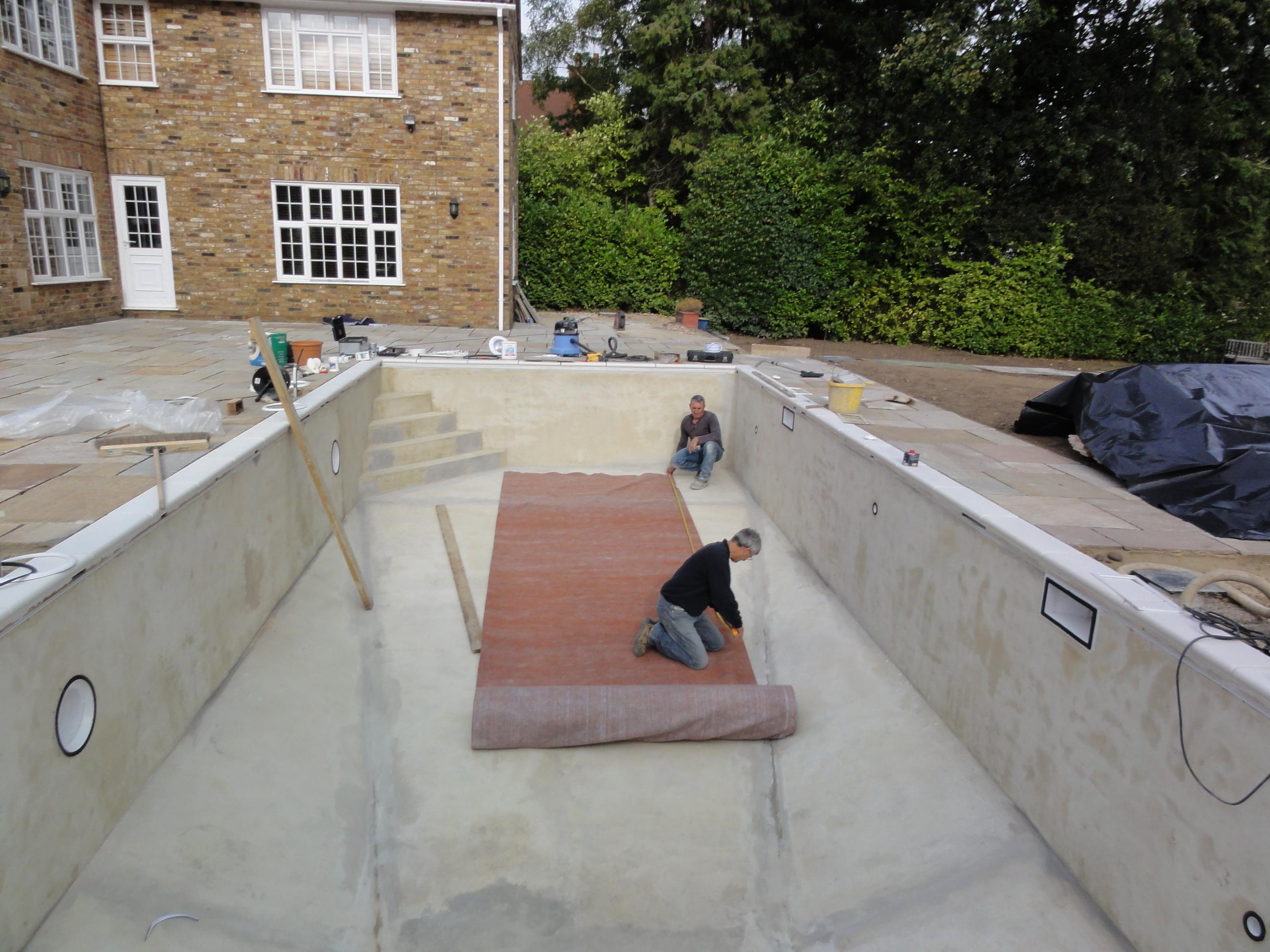 Liner pool wall construction ascot pools swimming pool for Pool contractors