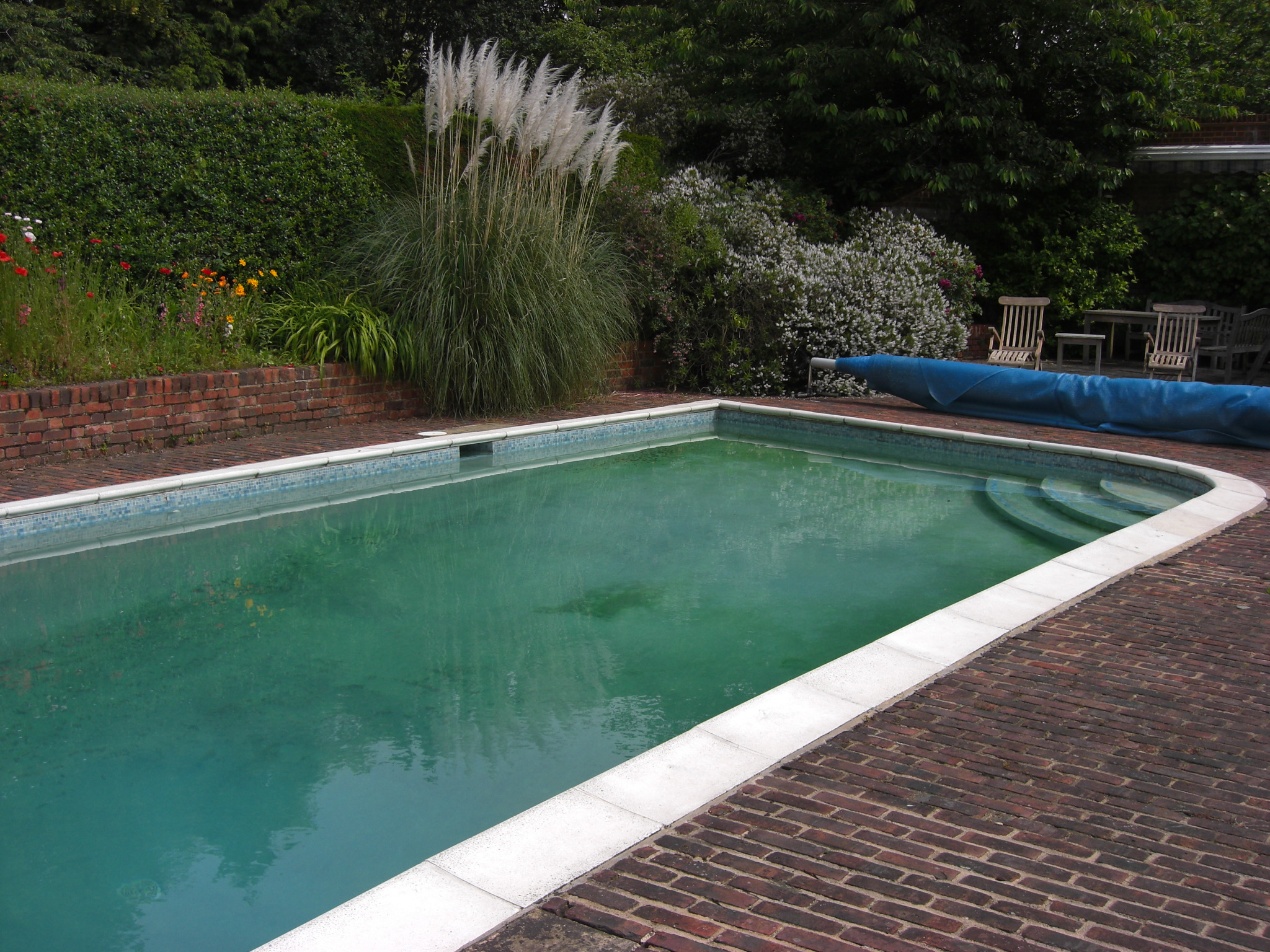 Remodelled outdoor concrete swimming pool chobham surrey for Swimming pool construction